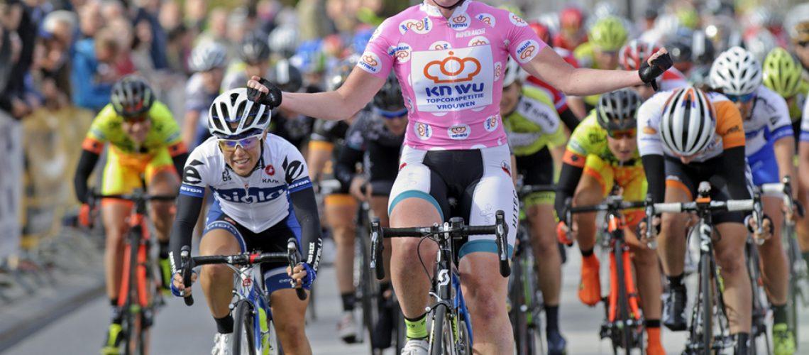 Vóór het begin van Salverda Omloop van de IJsseldelta is Kirsten Wild al zeker van de eindwinst in de topcompetitie. Foto: Sportfoto.nl