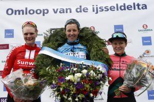 Website Omloop van de IJsseldelta v.l.n.r. Marta Tagliaferro, Pertnille Mathiesen wn Loes Adegeest foto Bert Treep